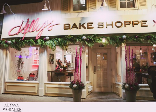 Kelly's Bake Shoppe storefront in the evening